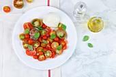 Caprese (Tomaten mit Mozzarella und Basilikum)