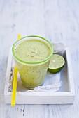 Ananas-Kiwi-Smoothie mit Kokoswasser