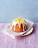 Lemon drizzle cake (lemon cake, England)