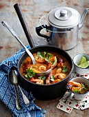 Gumbo mit Reis, Garnelen, Chorizo und Okra