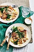 Kalbfleisch Marsala mit Pilzen, Nudeln und Spinat