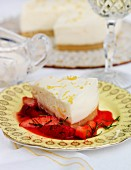 Chilled lemon cake with strawberry compote