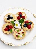 Mini lemon tarts with berries