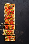 Tomato tart made with various tomatoes (seen from above)