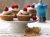 Wholegrain muffins with ginger, vanilla cream and raspberries