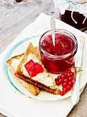 Redcurrant jelly with red wine