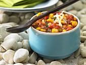 Paprika-Mais-Dip mit Käse und Schnittlauch