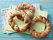 Marzipan and quark wreaths with pistachio nuts