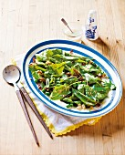 Mangetout salad with spinach and bacon