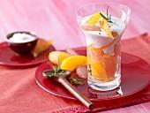 Grapefruit-Orangen-Salat mit Rosmarinquark und Ahornsirup