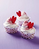 Cupcakes with cupcake wraps and red hearts