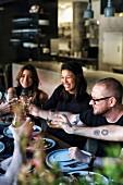 Gäste im Restaurant Automata (Sydney, Australien)