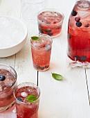 Erfrischende Getränke mit Beeren