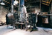 Schnapsbrennerei für Pastis-Herstellung in Forcalquier, Frankreich