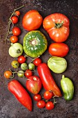 Assorted types of organic tomatoes (seen from above)