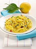 Linguine al limone (Italian pasta with lemon)
