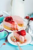 No-Bake-Erdbeer-Käsekuchen, angeschnitten