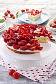 Creamy cheesecake with strawberries