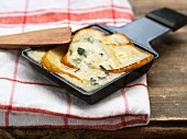 Raclette with pears and blue cheese