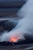 Red Glow Returns to Kilauea Volcano's Sum