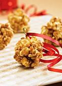Karamell-Popcornbällchen