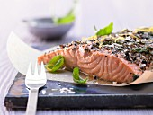 Fillet of salmon with lemon, basil and black pepper