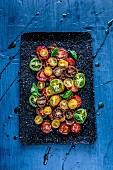 Bunter Tomatensalat mit Balsamico (Draufsicht)