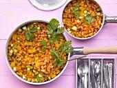 Weizenpfanne mit Zucchini, Möhren und Paprikaschote