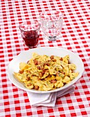 Farfalle carbonara with curry
