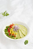 Avocado dip with chilli and chives