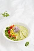 Avocadodip mit Chili und Schnittlauch
