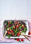 Blattssalat mit Biltong und gegrillten Erdbeeren