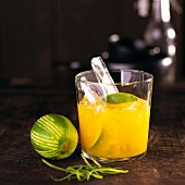 Mango-Caipirinha mit Limette (Mexiko)