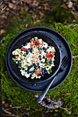 Bulgur salad with tomatoes and blueberries
