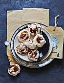 Meringue kisses with caramel