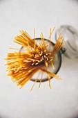 Spaghetti im Vorratsglas (Draufsicht)