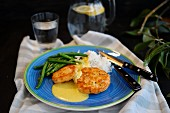 Salmon burgers with white rice, hollandaise sauce and haricot verts