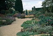Garten mit Kiesweg