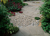 Gepflasterte Fläche mit Naturstein