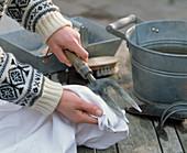 Handgabel nach dem Waschen abtrocknen um Rost zu ver-