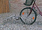 Fahrradständer 'Tekla' / Spinne aus rostfreiem Edelstahl