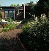 Garten mit ROTEM Klinkerpflaster