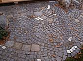 Gepflasterte Fläche IN Unregel-