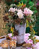 Rosa / Rosen, Dianthus / Nelken, Corylus colurna / Baumhasel, Eupatorium / Wasserdos