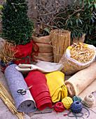 Winterschutz für Containerpflanzen: Vlies weiß u. grau, Rupfen in rot und gelb,
