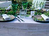 Birkenzweige als Tisch und Tellerdekoration