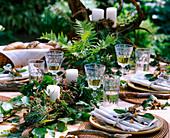 Waldtischdeko: Fagus / Buche, Pinus / Kiefer, Rubus / Brombeeren, Zweige