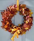 Türkranz aus diversem Herbstlaub, Eichen- und Ahornblättern