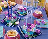 Glasschalen mit Campanula (Glockenblume)