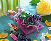 Lavandula (Lavendel), Blüten in Organzasäckchen